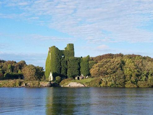 Вид на замок Менло