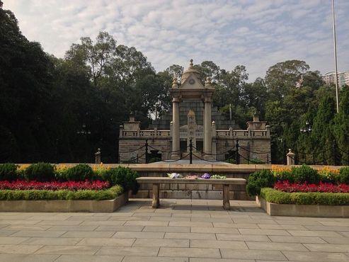 Мавзолей 72 мучеников в парке Хуанхуаган