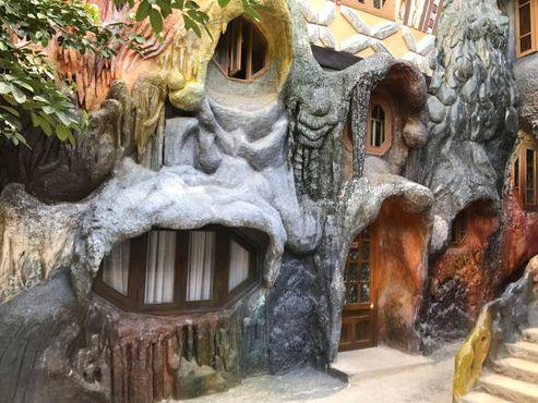 «Сумасшедший дом» в Далате