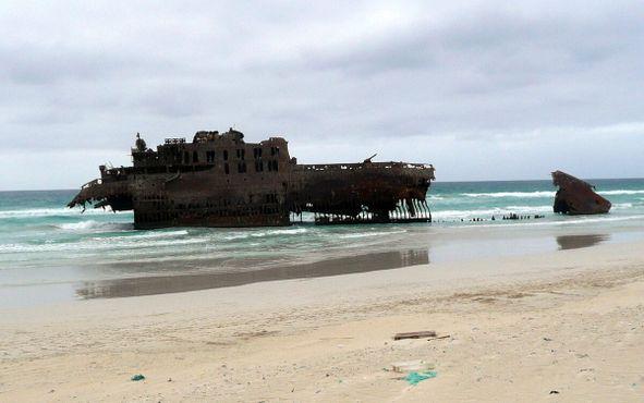 Обломки судна, июль 2011 года