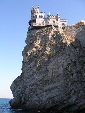 Замок над обрывом