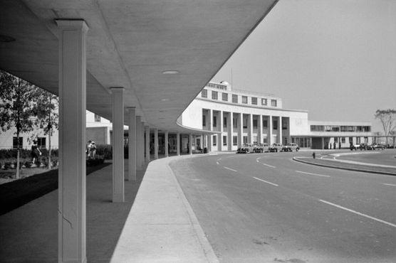 Терминал в 1941 году, примерно в то время, когда он открылся