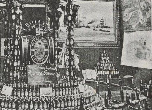 Витрина компанииNy Carlsberg с наградой, полученной в 1885 году на выставке пива в Антверпене
