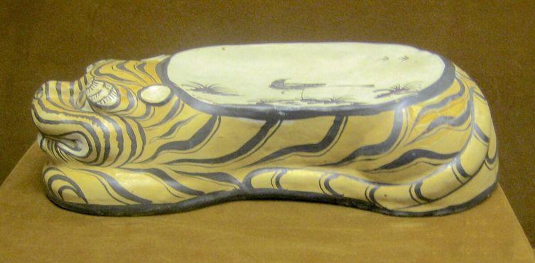 Подушка в форме тигра династии Цзинь