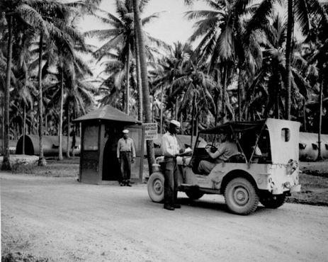 КПП на военно-морской базе США на острове Эспириту-Санто во время Второй мировой войны