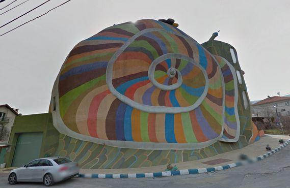 Разноцветная раковина Дома-улитки