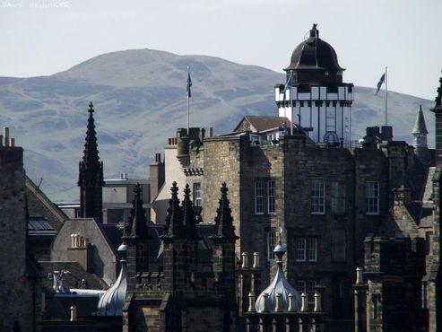 Камера-обскура на Рояль-Майл — старейшая из специально построенных достопримечательностей Эдинбурга