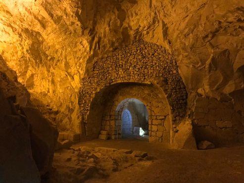 Внутреннее убранство Пещеры гробов