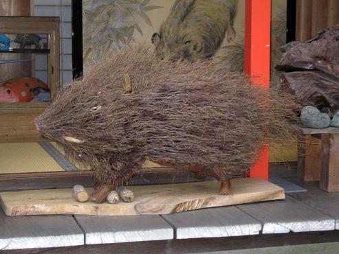 Одна из сотен фигур кабанов