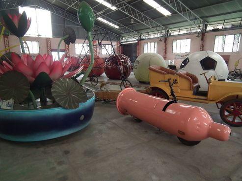 Различные автомобили в Музее автомобилей Судха.