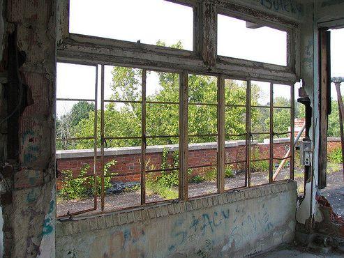 Разбитые окна на крыше
