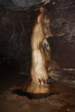 Каменное образование в пещерах Судвала