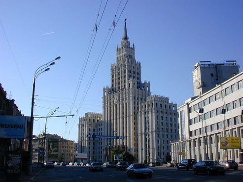 Административное здание на площади Красные ворота