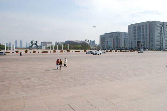 Обширные площади Канбаши пребывают в запустении