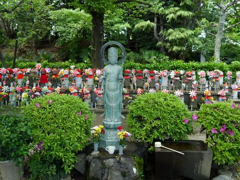 Храм Дзодзёдзи: статуи Джизо