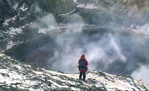На краю лавового озера вулкана Эребус