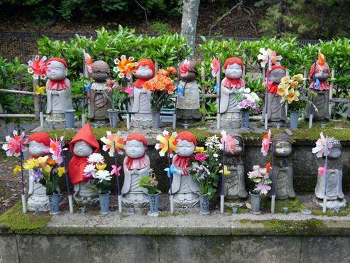 Храм Дзодзёдзи: статуиДжизо