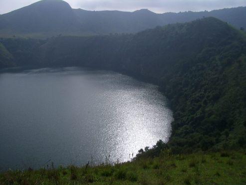 Женское озеро. Фотография сделана пости одновременно с фотографией Мужского озера