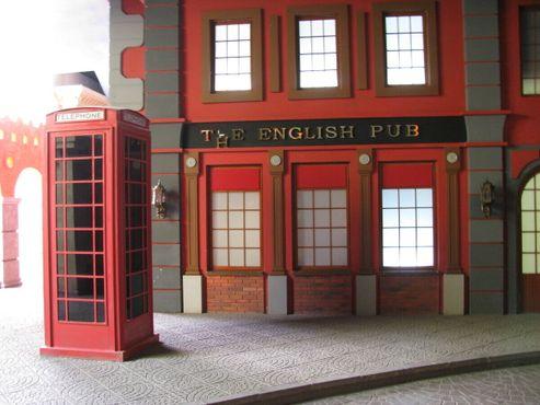 Странный фасад английского паба