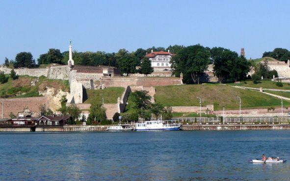 Калемегдан и «Победитель», вид с противоположного берега реки Дунай