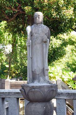 Статуя около Сэнгакудзи