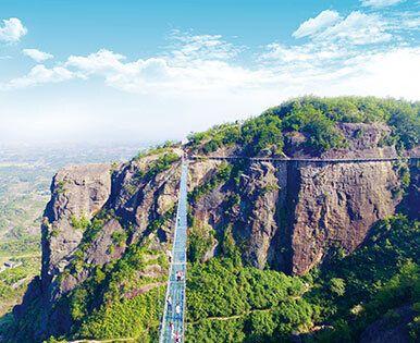 Один из самых больших в мире подвесных стеклянных мостов
