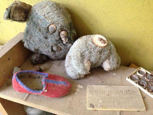 Детские вещи, оставшиеся в Припяти