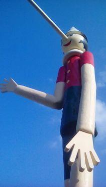 Самый высокий в мире Пиноккио: вид вблизи