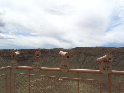 Телескопы у метеоритного кратера