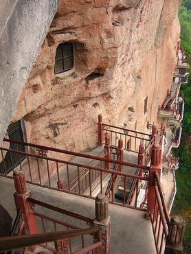 Вид на отвесную скалу Майцзишань (фото пользователя Flickr под ником nozomiiqel)