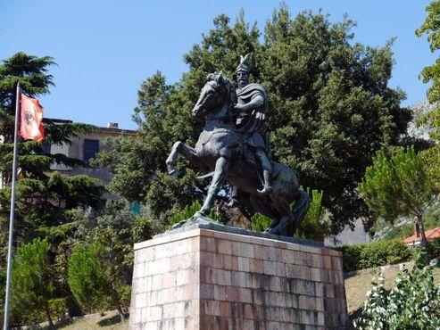 Памятник Скандербегу в городе