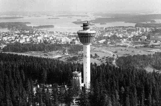 Башня 1963 года в течение недолгого времени сосуществовала с башней, построенной в 1900 году