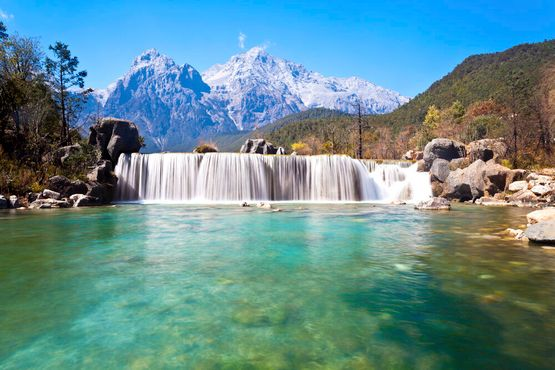 Ландшафт Долины голубой луныв горах Лицзян