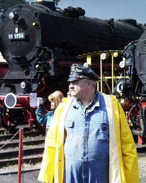 Многие волонтёры - бывшие железнодорожники