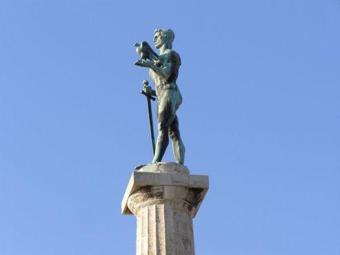 «Победник», или«Победитель» -торжествующий правитель на вершине колонны