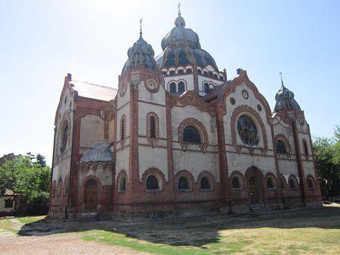 Суботицкая синагога снаружи
