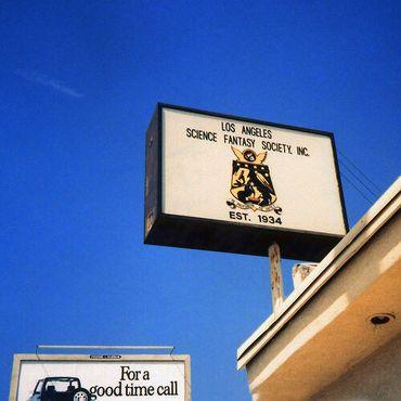 Вывеска LASFS на здании клуба на бульваре Бербанк. Фото Р.Лагенты