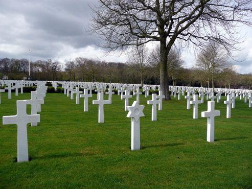 Возле надгробий