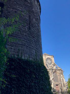 Вид из-за башни на церковь Святой Екатерины