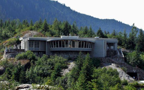 Маршруты до ледника Менденхолл начинаются от информационно-туристического центра