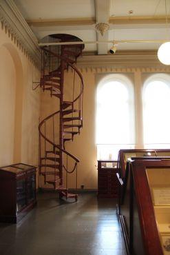Винтовая лестница в «Кабинет минералов»
