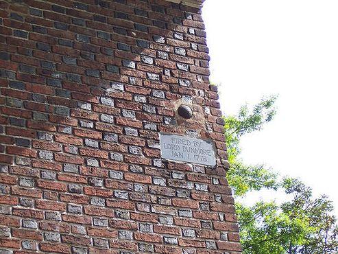 Пушечное ядро в стене церкви