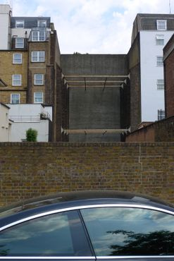 Вид на сооружение с тыльной стороны