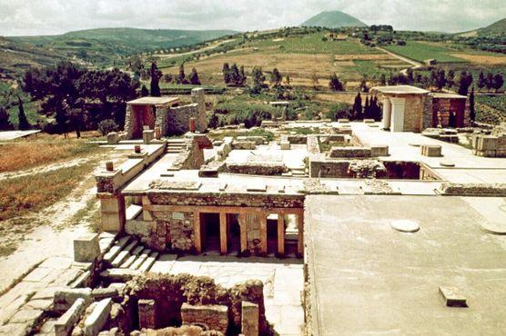 Спорная современная реставрация руин Кносса