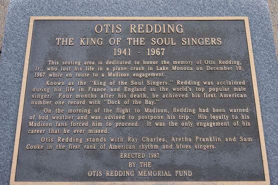 Мемориальная доска в память об Отисе Реддинге