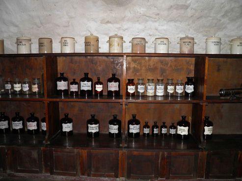 Выставленные настойки, порошки и другие древние лекарства