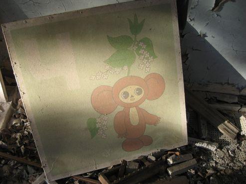Изображение Чебурашки на картоне в Припяти