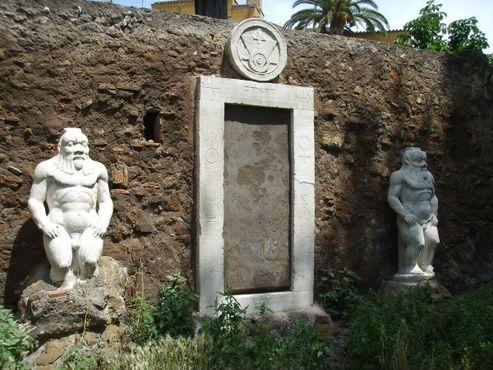 «Волшебная дверь»на площади Виктора Эммануила II