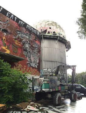 Купольный комплекс превратился в рай для художников и граффити