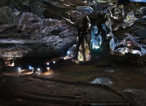 Пещеры Судвала